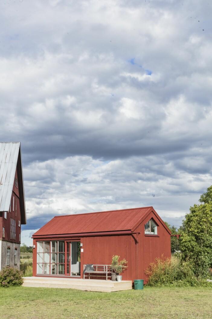 Attefallshuset på bilderna är ett hus från Sommarnöje, och är ett samarbete med GAD. Huset är 30 kvm. Maxa maxytan!