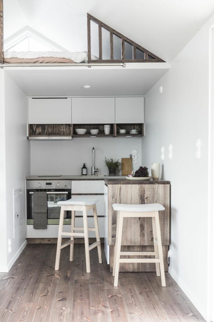 Attefallshus Sommarnöje GAD Gotland köket hyllor loftet