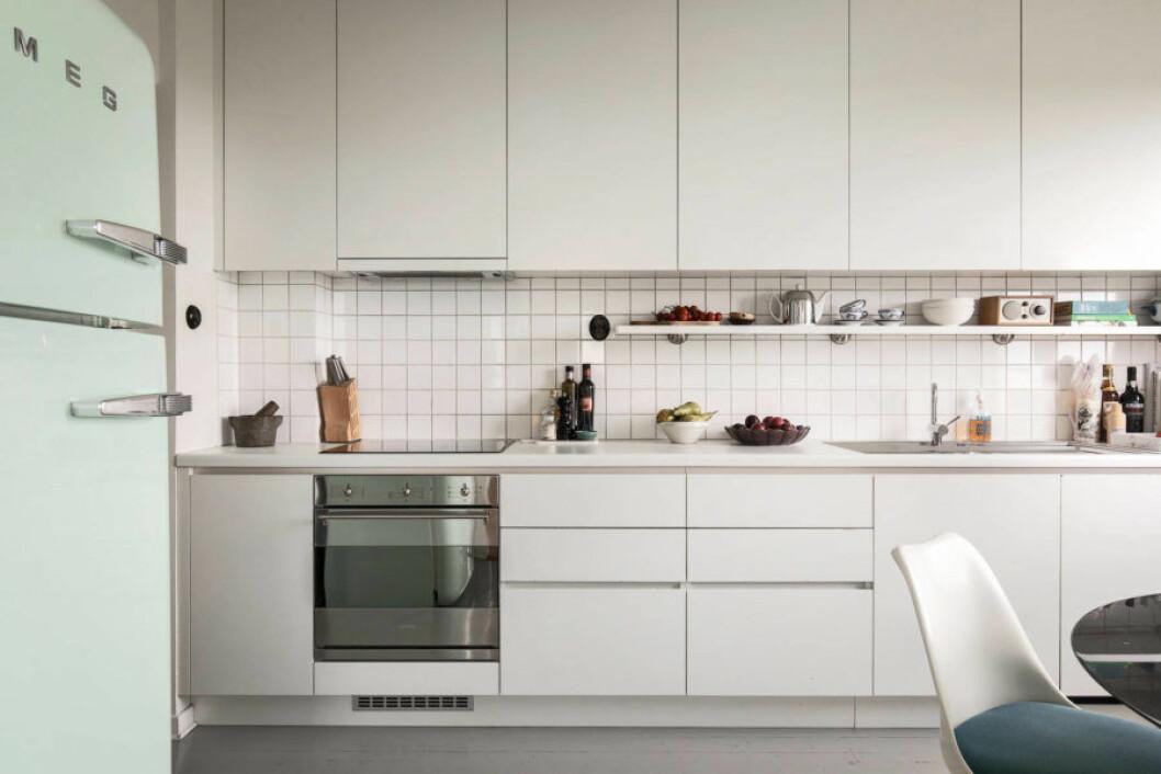 Mintgrönt kylskåp från Smeg hemma hos Pelle Almqvist.