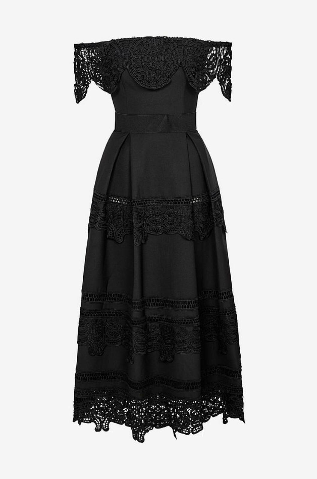 Svart axellös klänning från By Malina