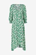 V-ringad blommig klänning med trekvartsärmar