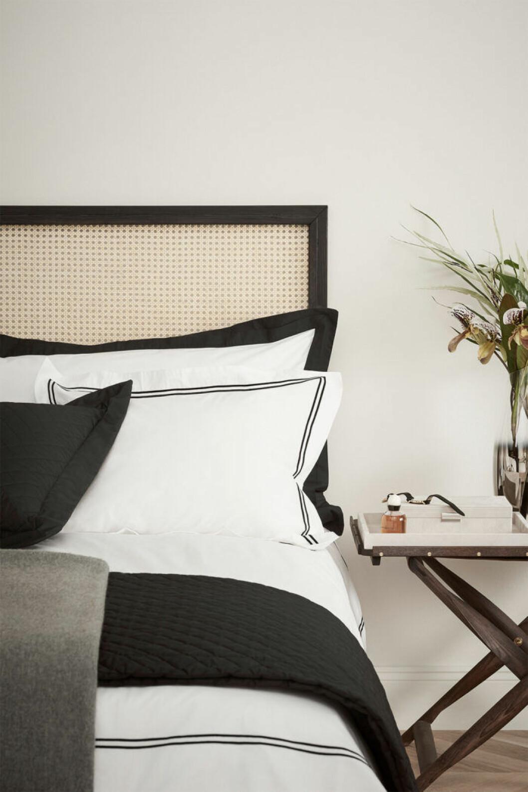 trendigt bäddset i hotellstil till sommarens semester hemma