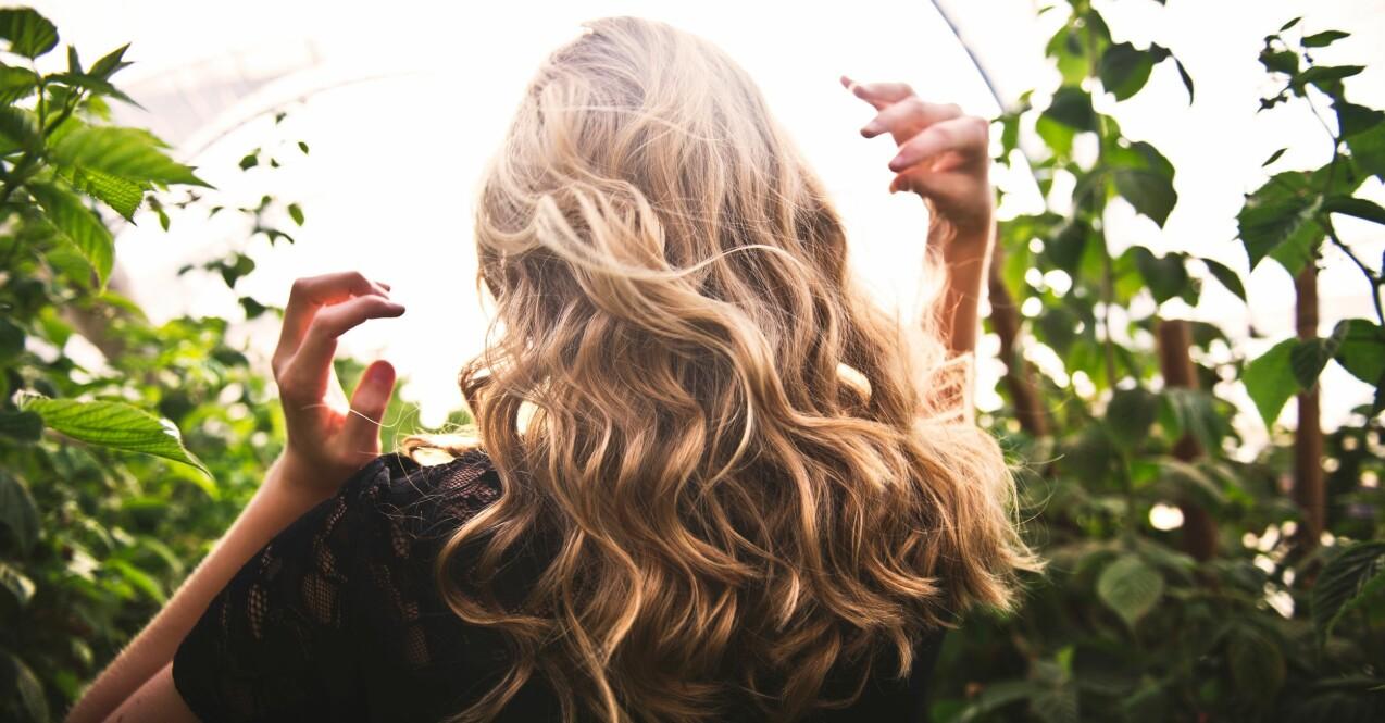 vackert och välmående hår med lockar
