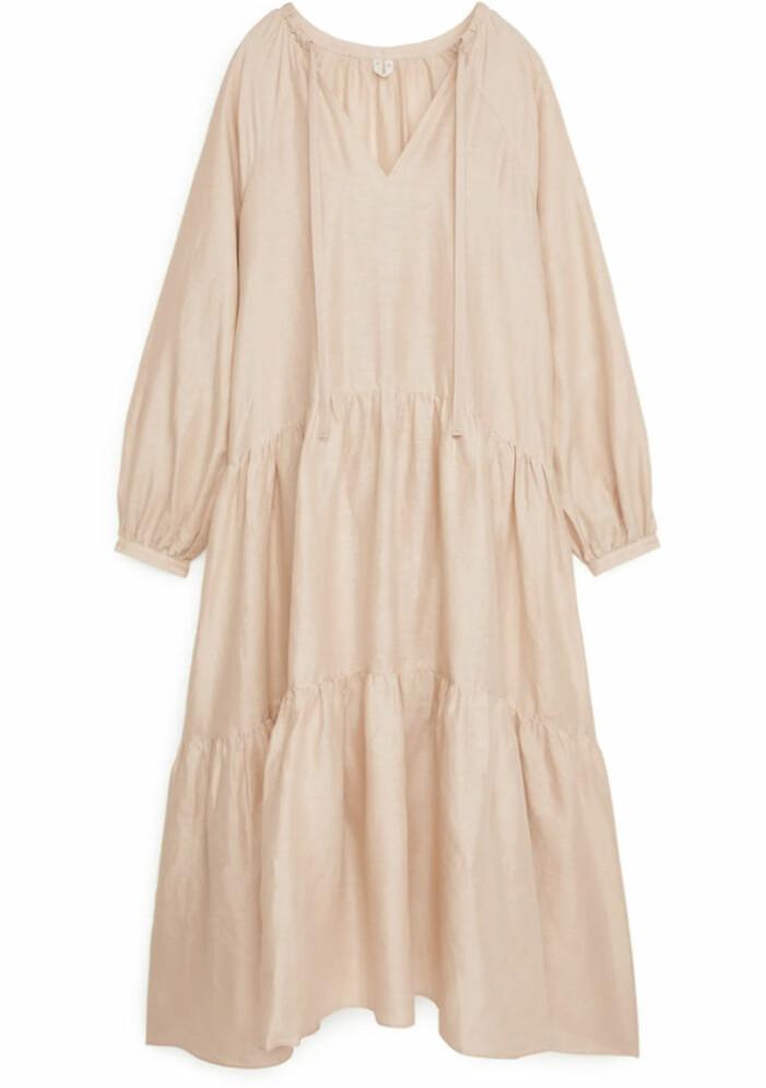 beige alinjeformad klänning från arket