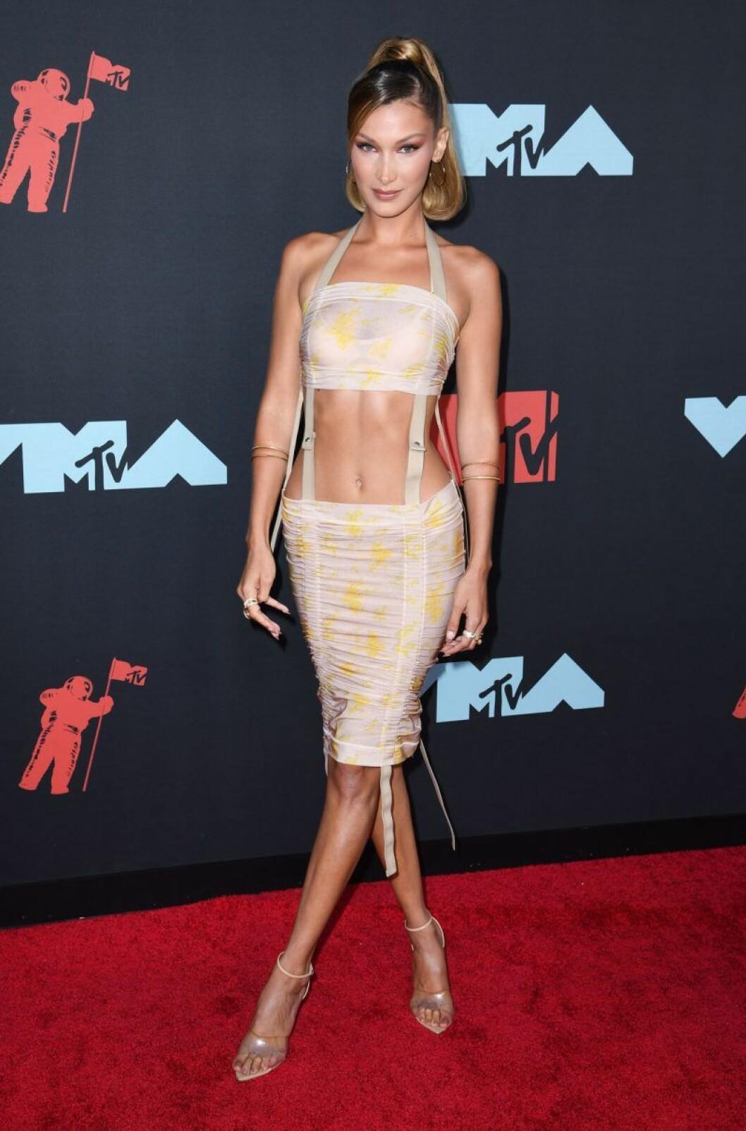 Bella Hadid på röda mattan VMA 2019