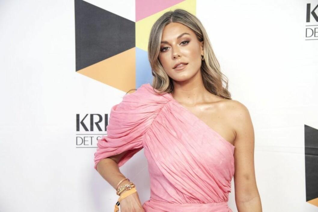 En bild på Bianca Ingrosso, som lanserade sminkmärket Caia Cosmetics i november 2018.