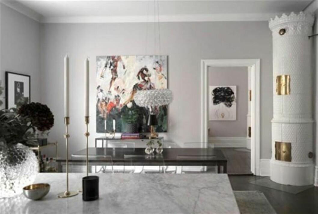 Bild på vardagsrummet i Bianca Ingrossos nya lägenhet