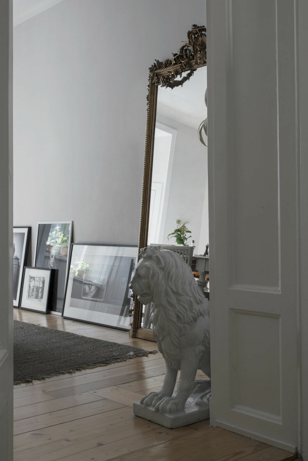 Bild på porslinslejon från Bukowskis hemma hos Michelle Meadows.