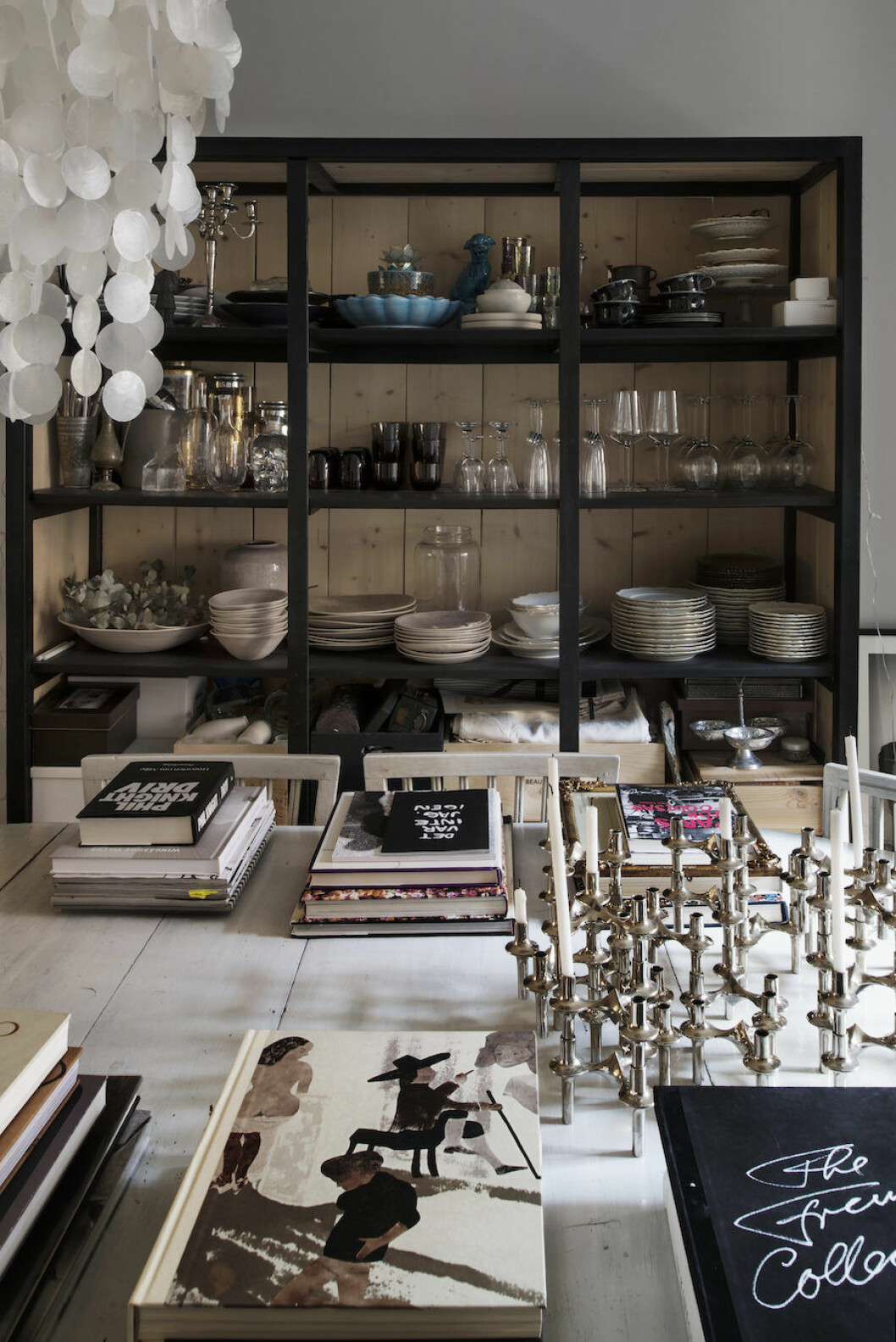 Bild på porslinssamling hemma hos skådespelerskan och Residence-redaktören Michelle Meadows.