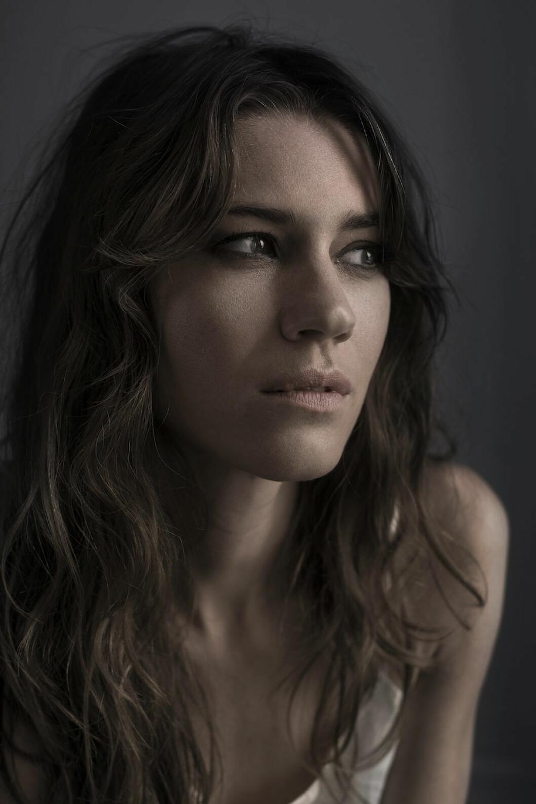 Bild på skådespelerskan och Residence-redaktören Michelle Meadows, aktuell i SVT-serien Katsching.