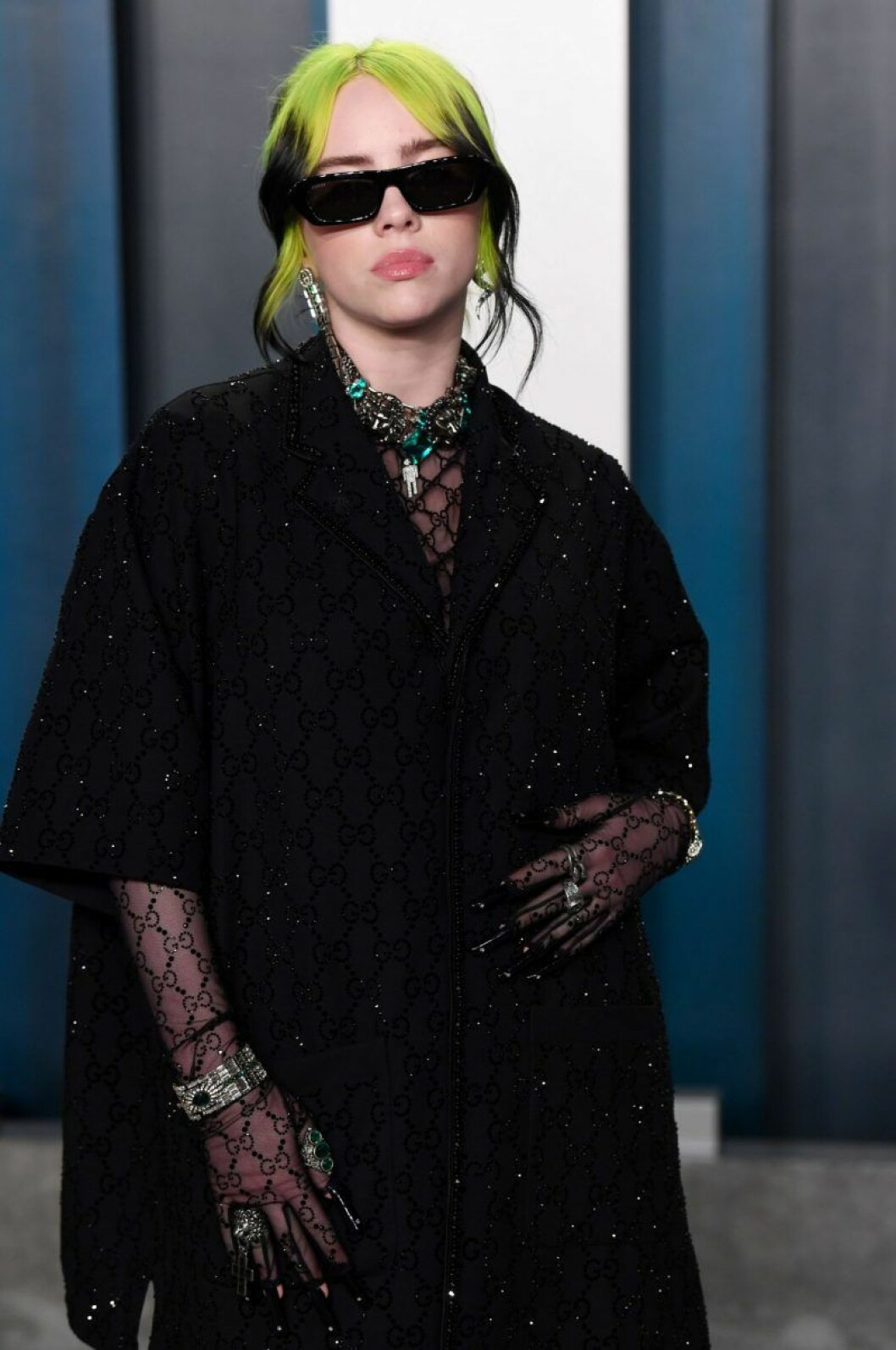 Billie Eilish i solglasögon