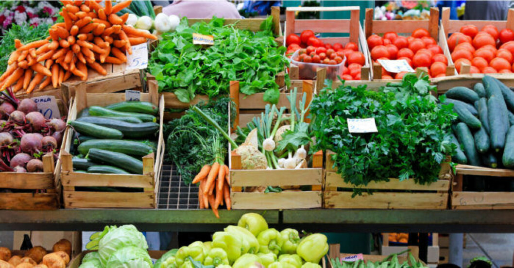 Att köpa grönsaker i lösvikt är ett bra sätt att undvika att du köper för mycket.