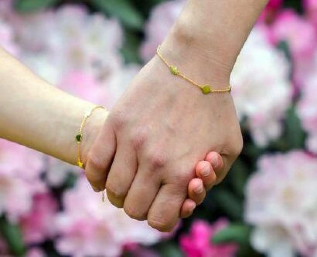 Mor och dotter i matchande armband
