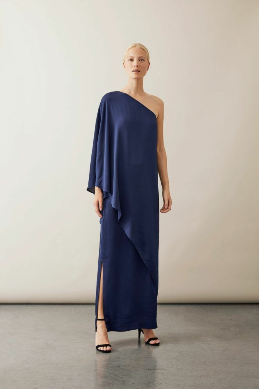 Asymmetrisk långklänning från Stylein