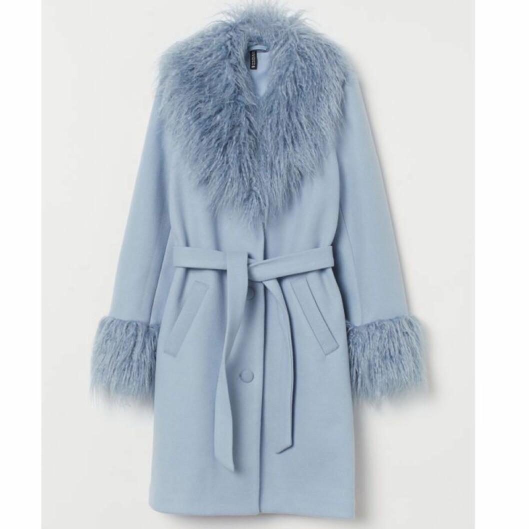 Blå kappa med fuskpäls