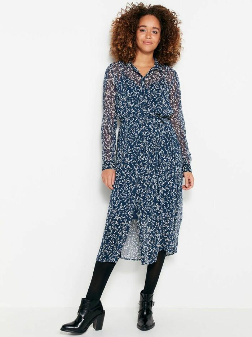 Blå chiffongklänning