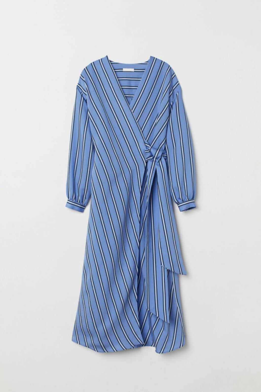 Blå klänning i omlott