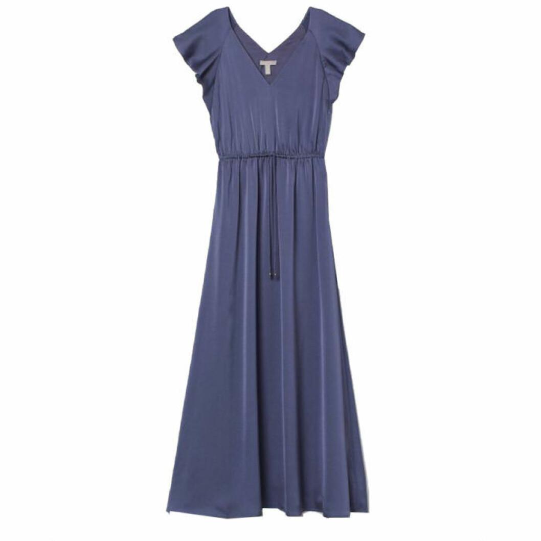 Blå långklänning med volangarmar