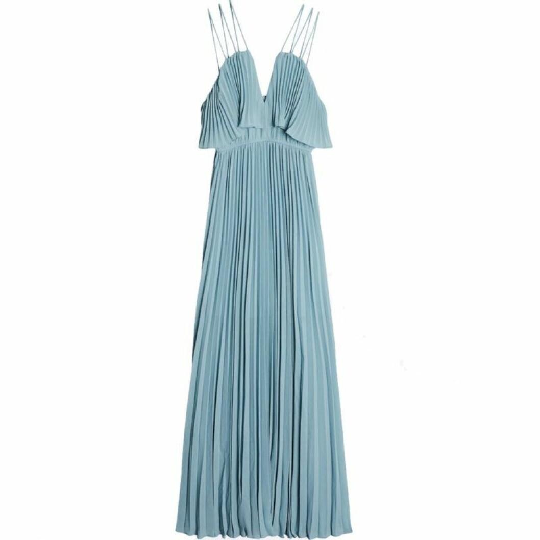 Blå plisserad klänning