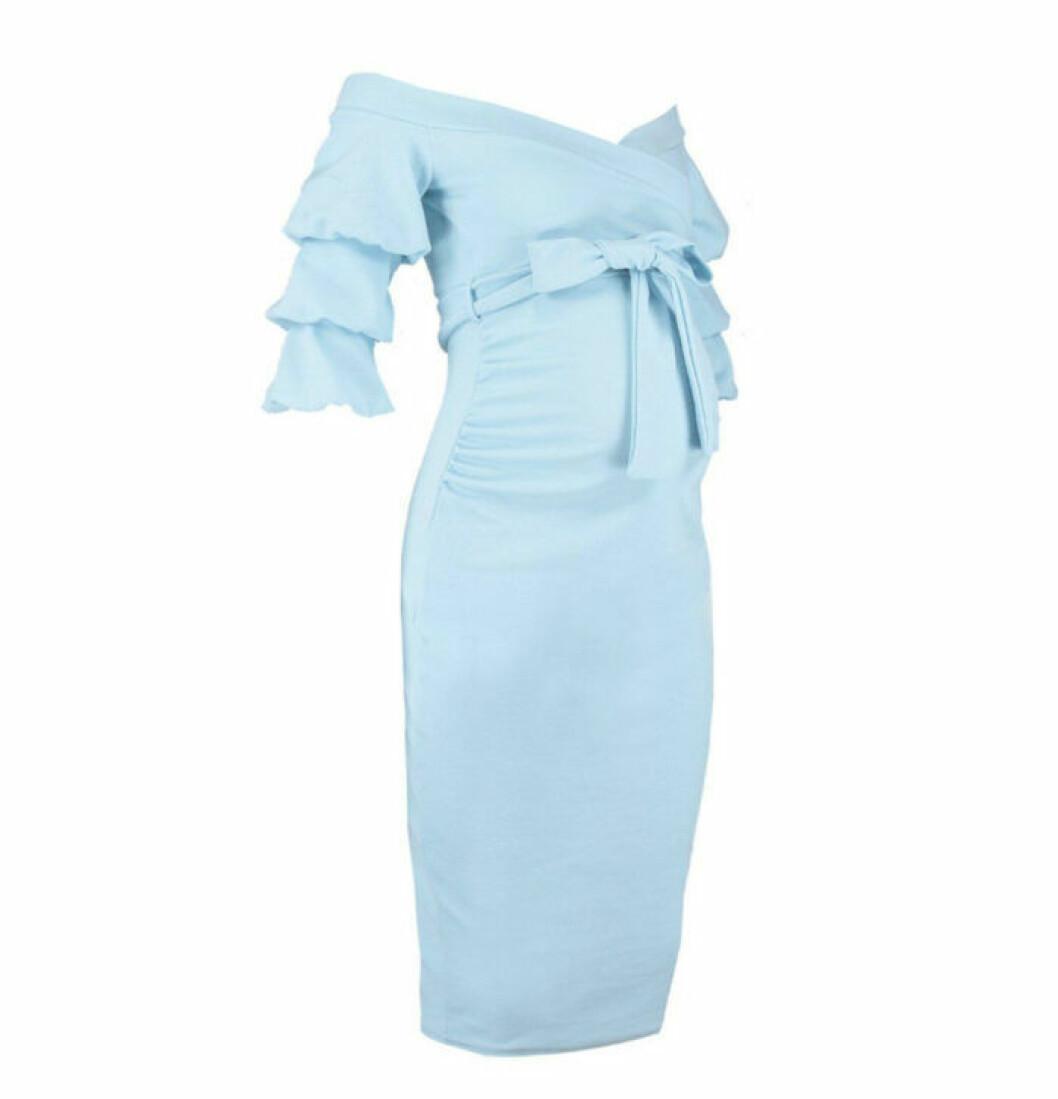 Ljusblå volangklänning gravid
