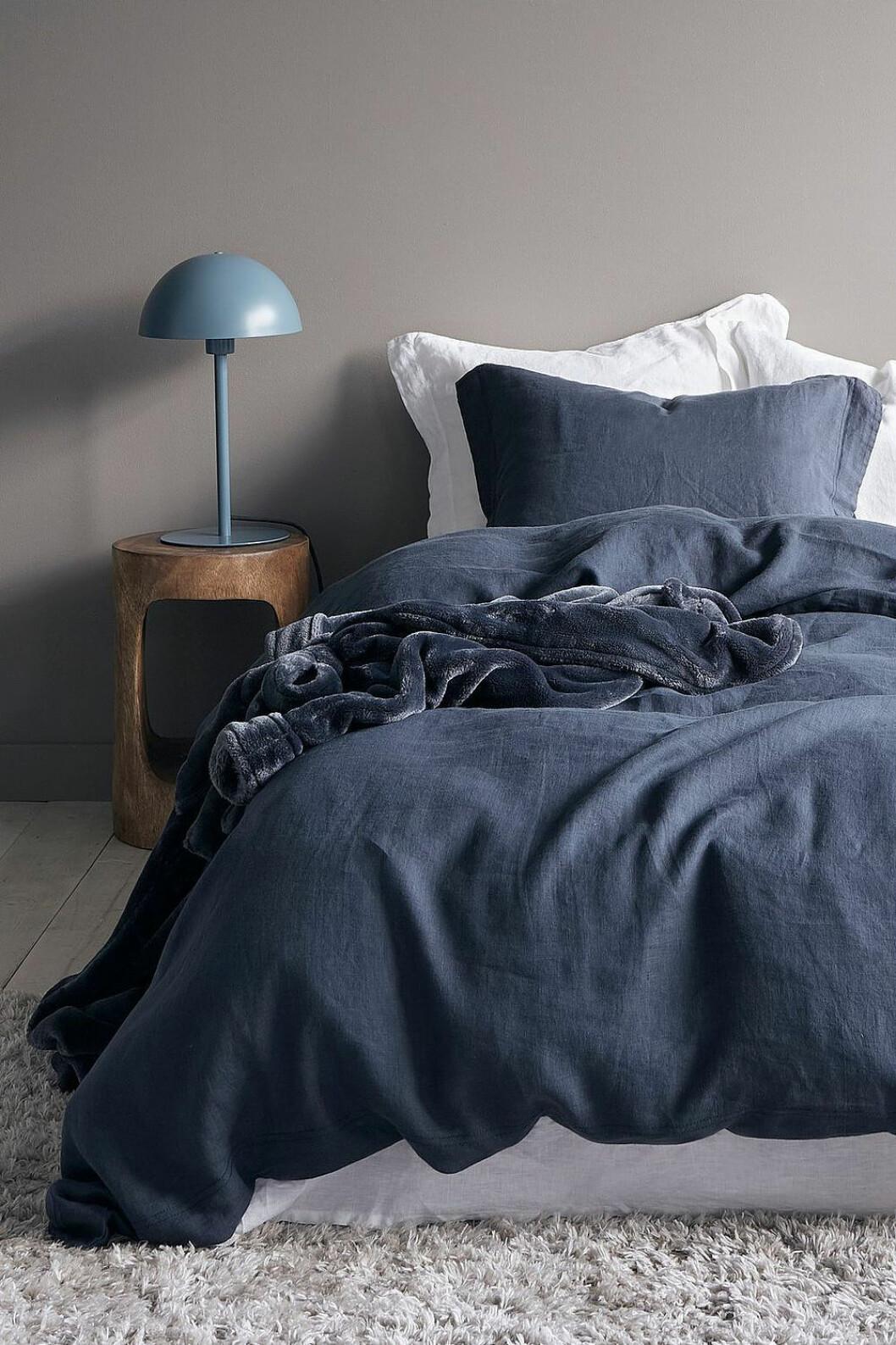 Sovrum med blå påslakan från Ellos Home