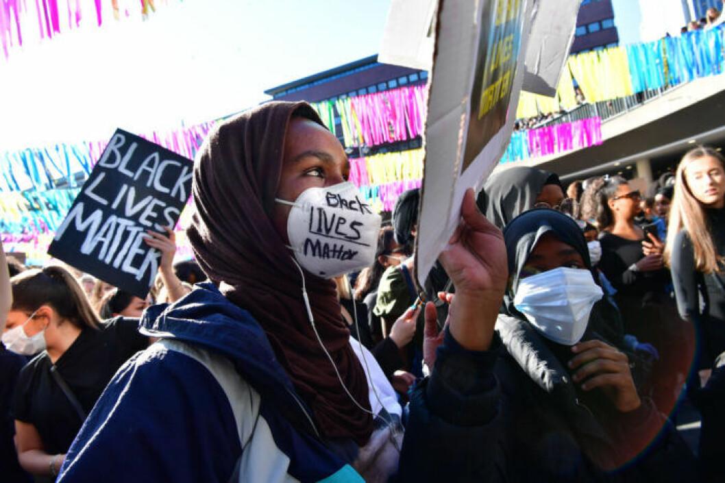 Person från protesterna på Sergels torg