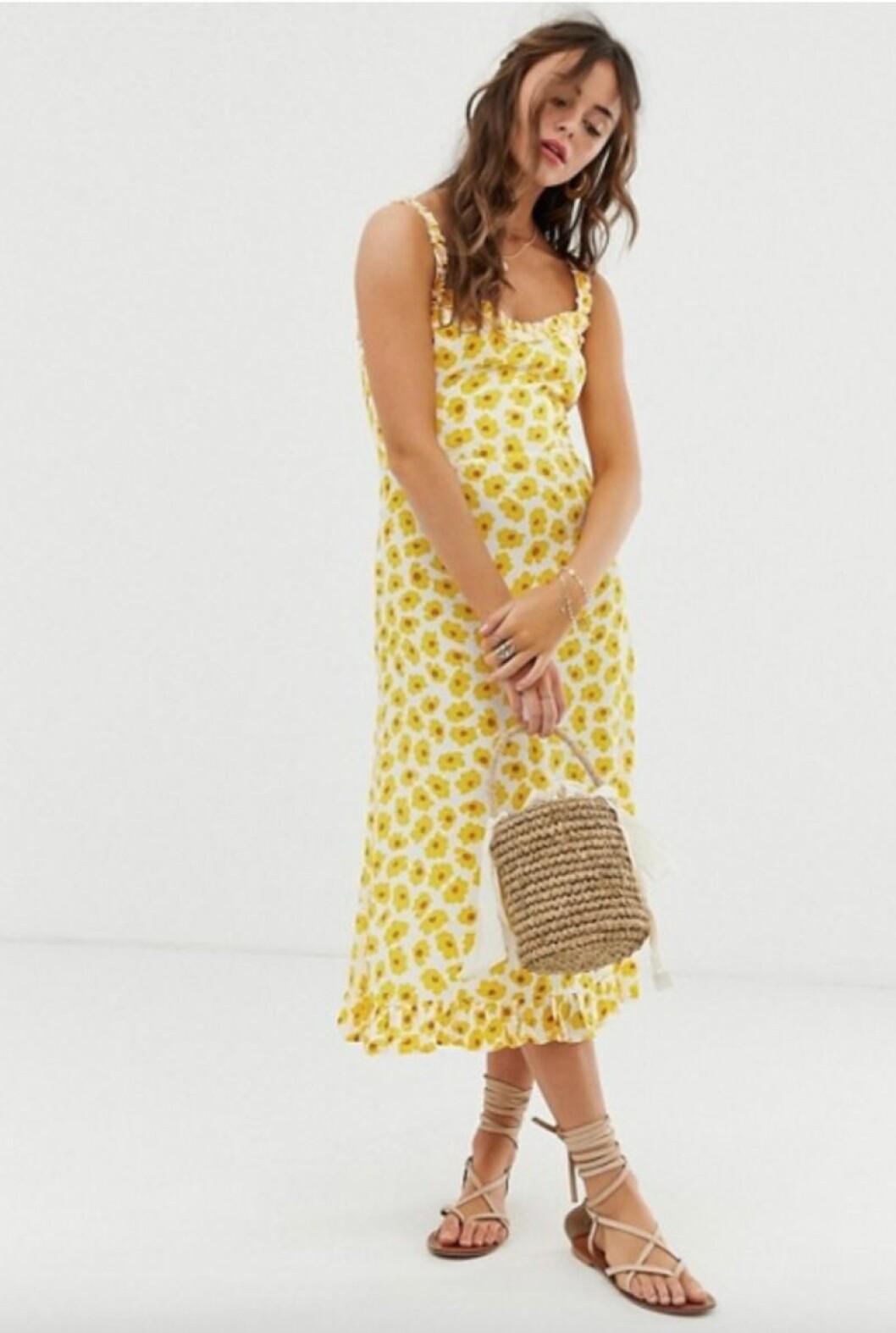 Blommig gul klänning