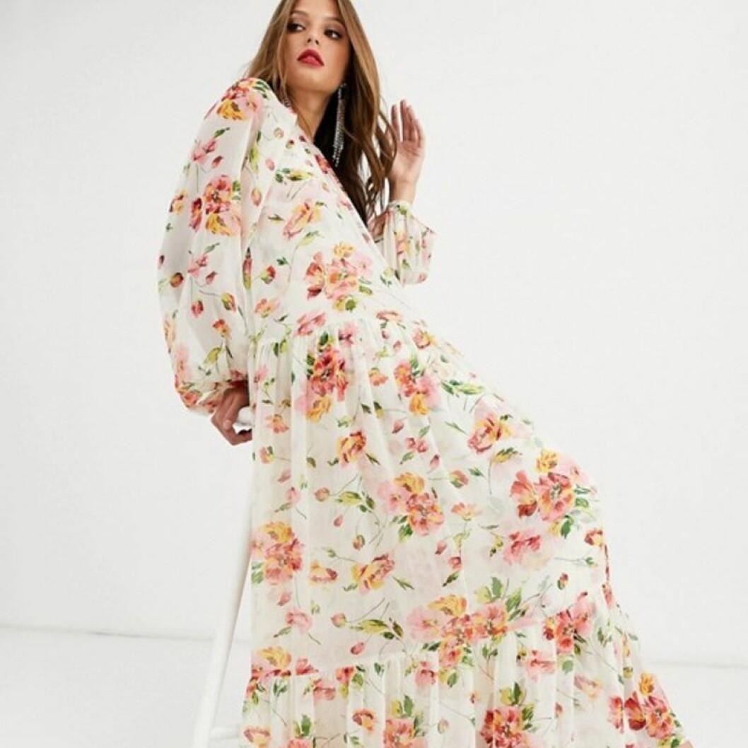 Lång blommig klänning från asos