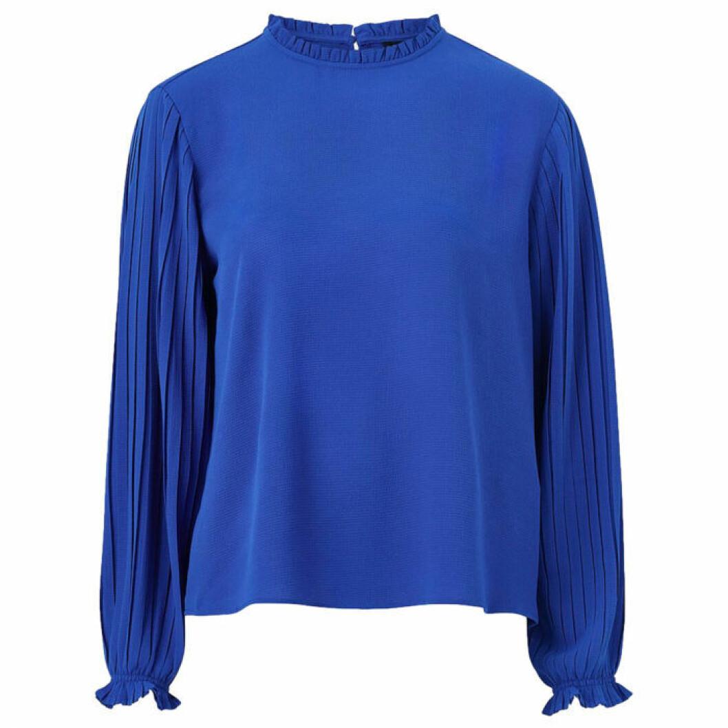 Blå blus med plisserade armar