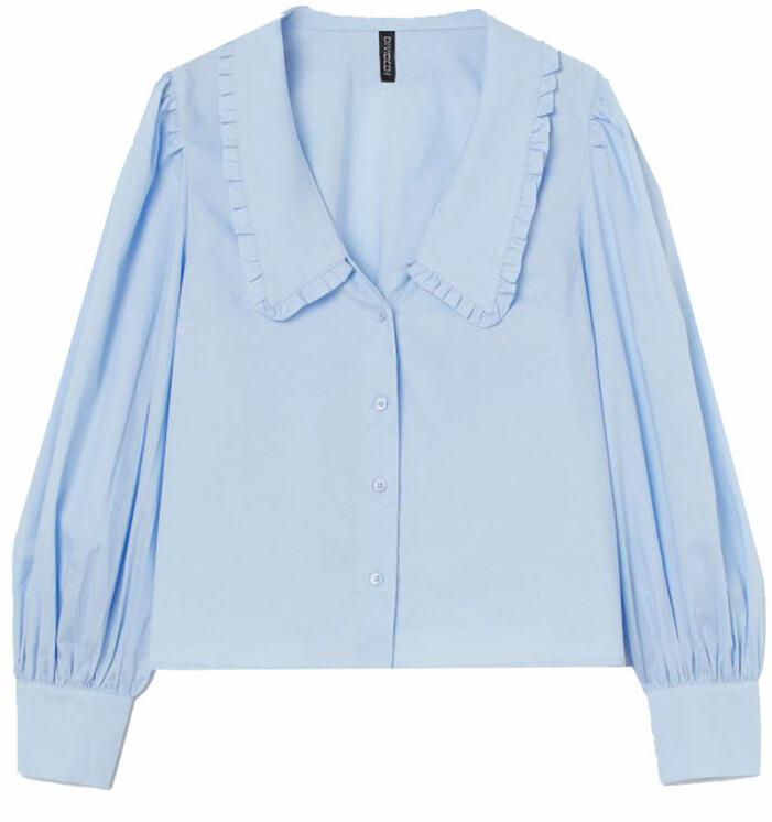 Blå blus med stor krage