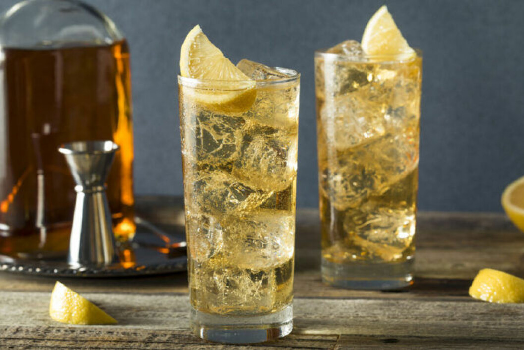 Drink med bourbon och Ginger ale
