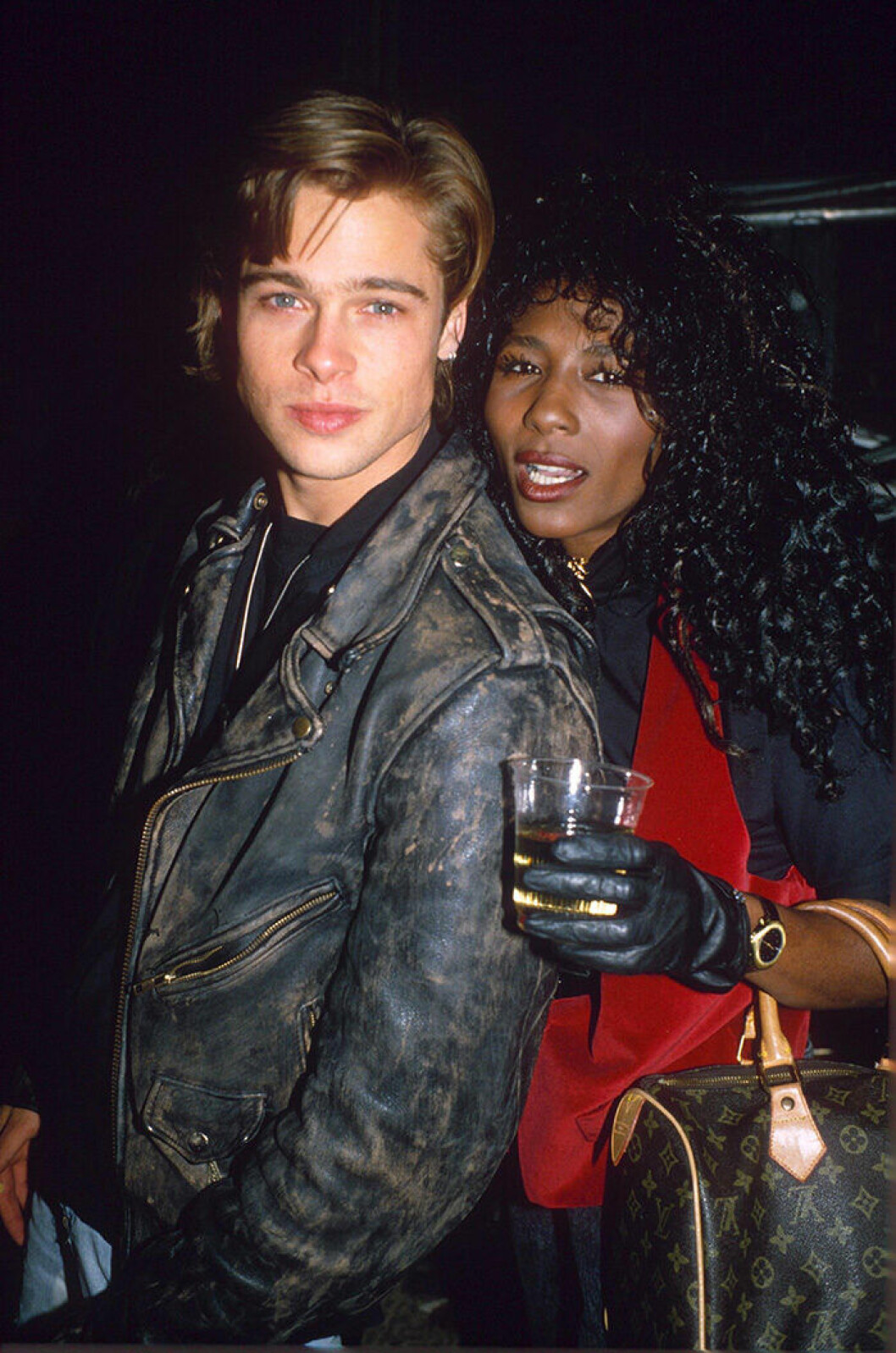 En bild på skådespelaren Brad Pitt och Sinitta 1988.