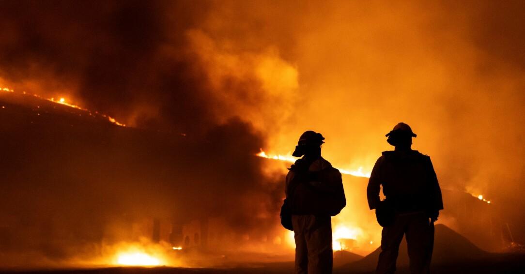 Brandmän vid en brand.