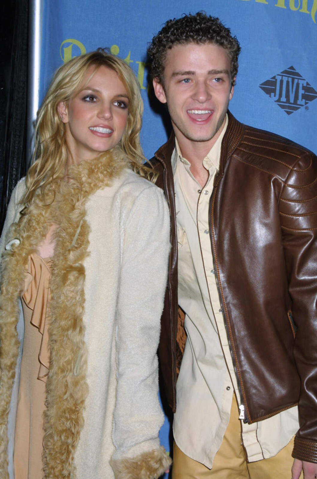 En bild på Britney Spears och Justin Timberlake under relasefesten för albumet Britney 2001.