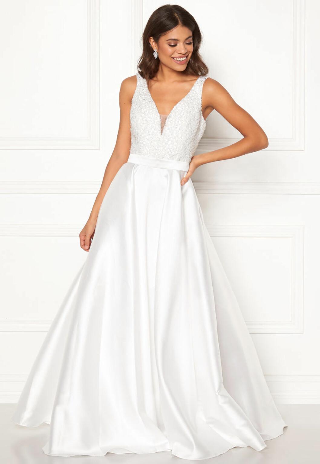 Brudklänning med satin och strass