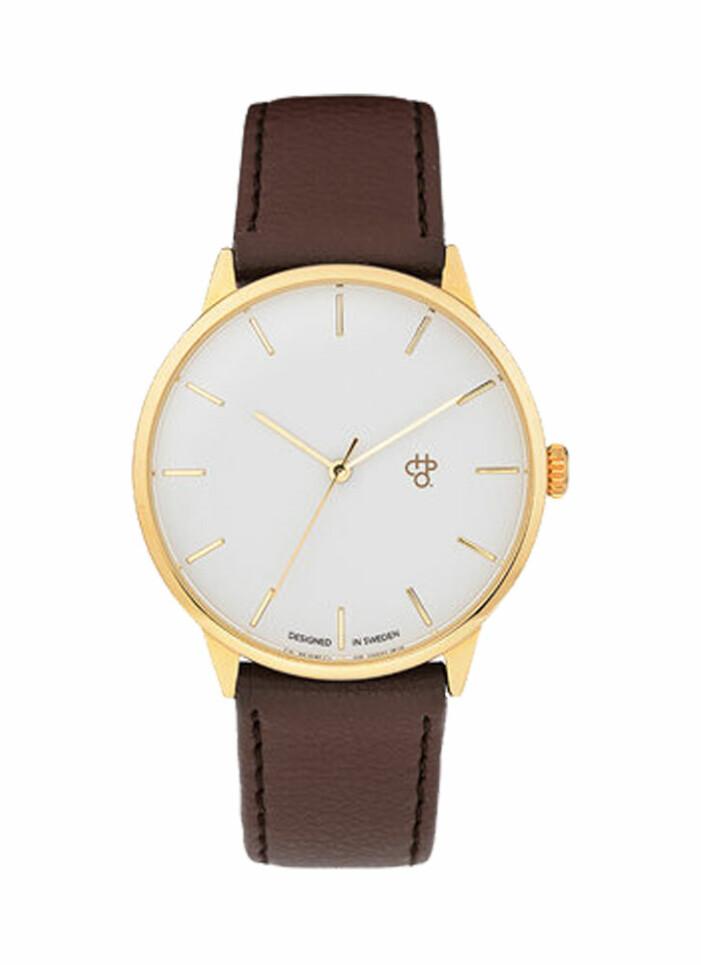 brun och guldig klocka