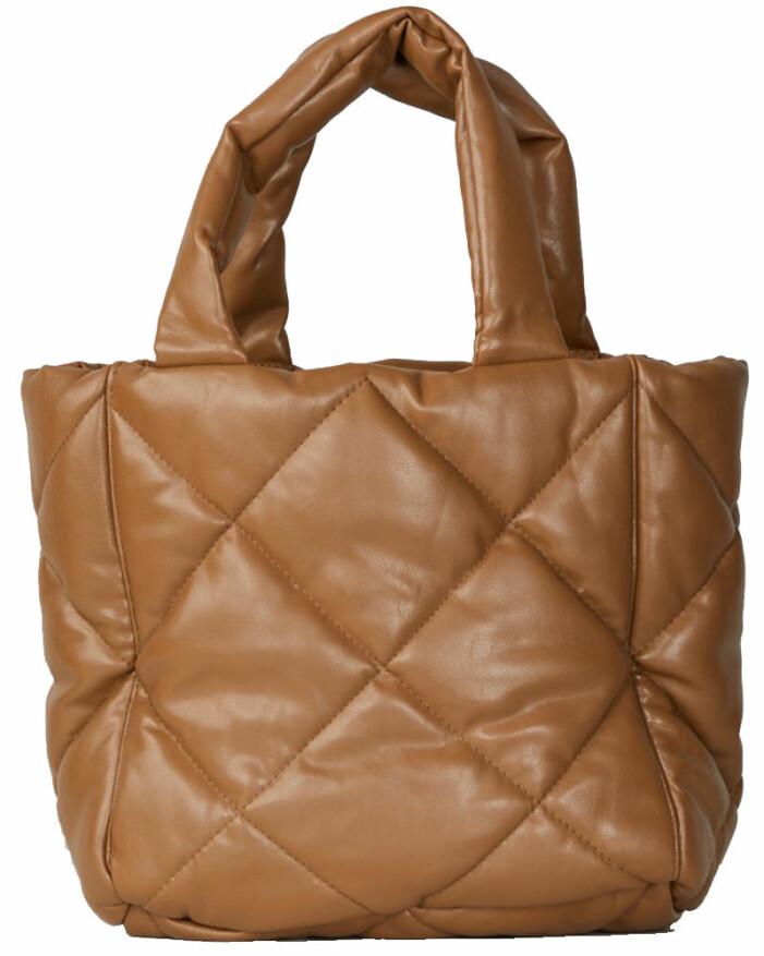 brun quiltad väska stand studio