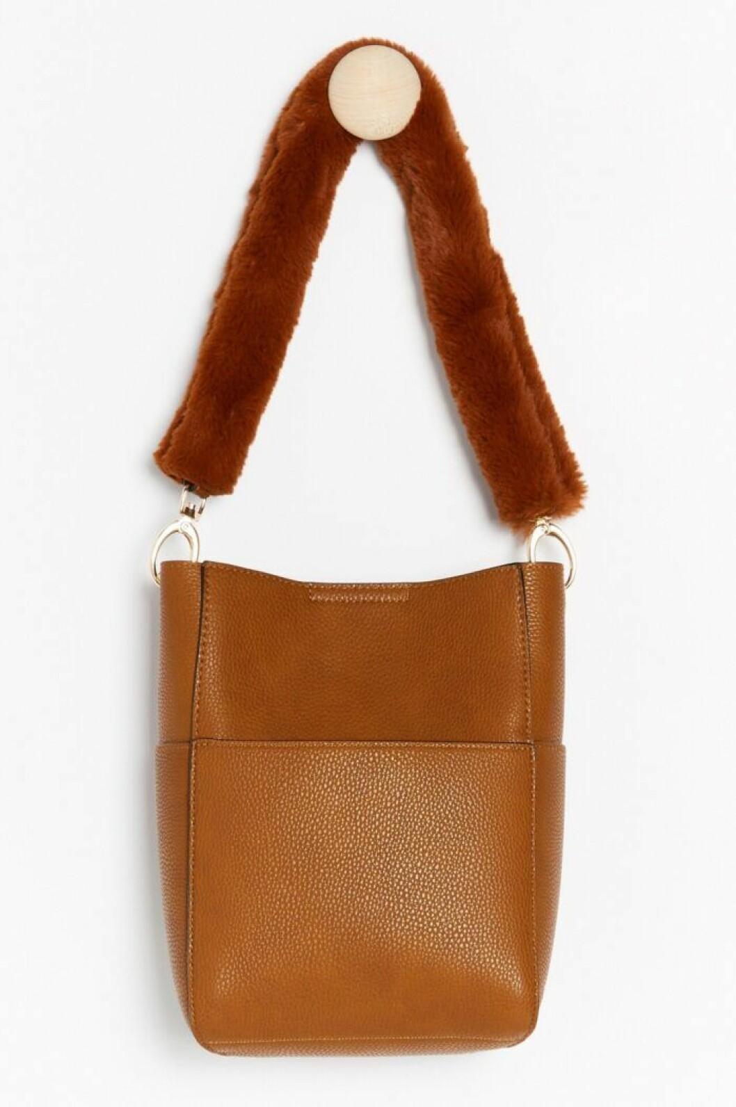 Stor brun väska till våren 2020