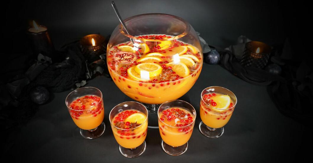 Halloweenbål med pumpa och granatäpple utan alkohol.