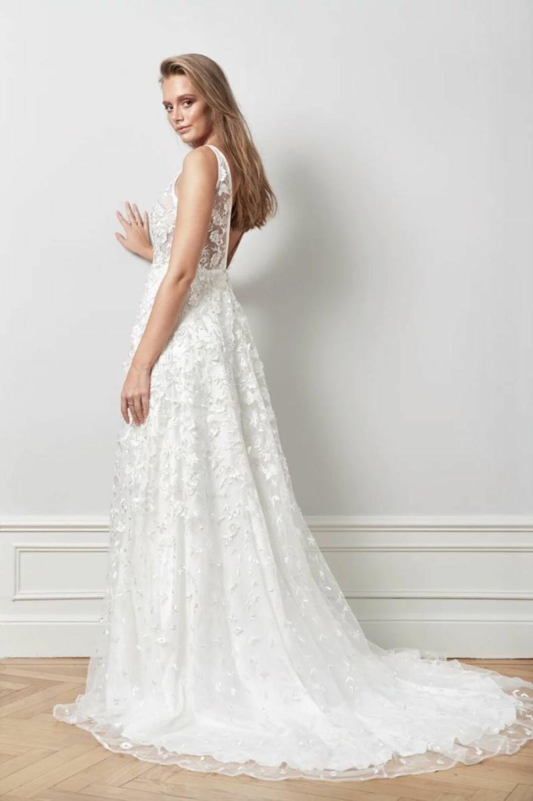 Djup rygg brudklänning från By Malina