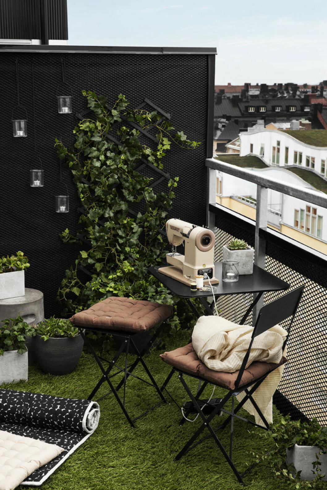 Cafébord, stol och pall från Granit sommaren 2019