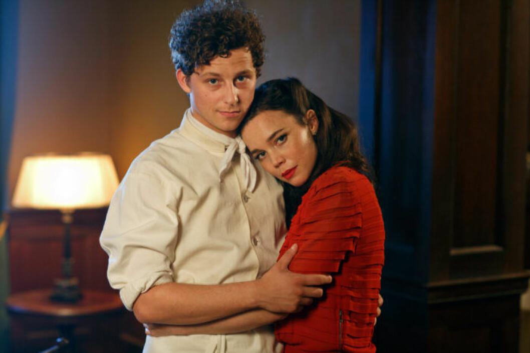 En bild på karaktärerna Calle och Nina i tv-serien Vår tid är nu, som nu söker statister.