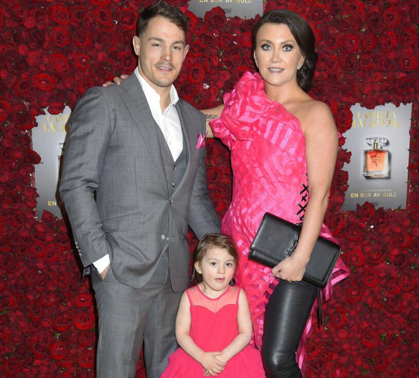 Camilla Läckberg tillsammans med maken Simon Sköld och dottern Polly.