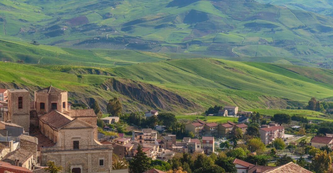 Italienska staden Cammarata på Sicilien