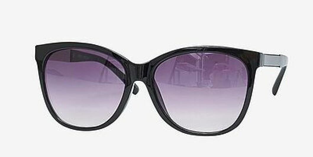 En bild på ett par solglasögon som heter Vero Moda – Carol.