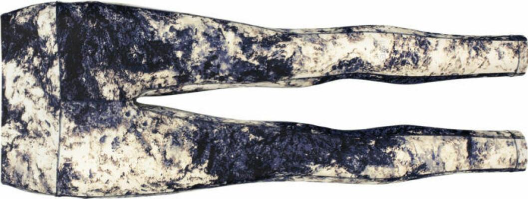 Träningstights från Casall, sydda av återvunnet material.