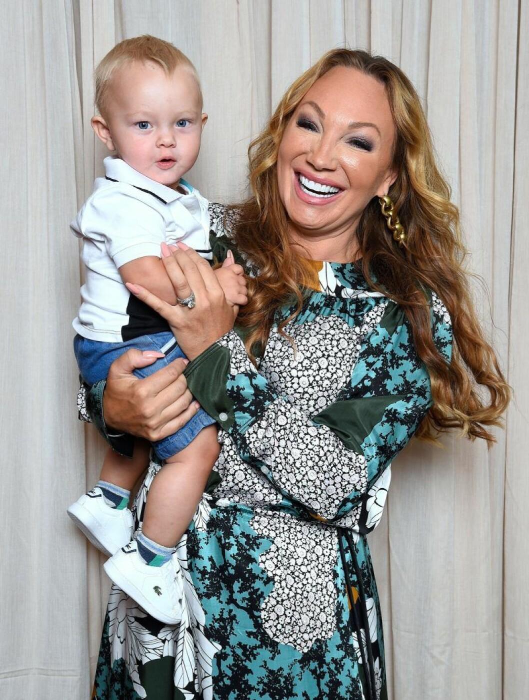 Charlotte Perrelli fick sitt fjärde barn, Alvin, när hon var 44 år
