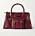 Vinröd skinnväska med synliga sömmar och ytterfack med spännen. Väska från Chloé.