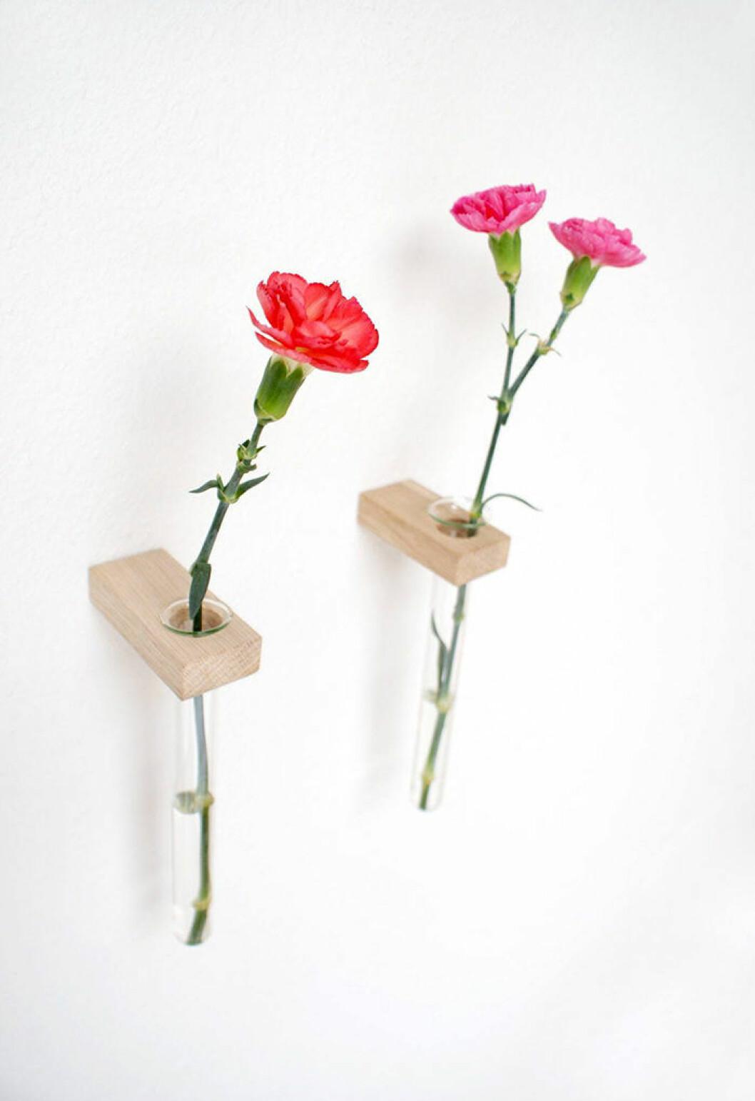 vägghängda vaser för snittblommor