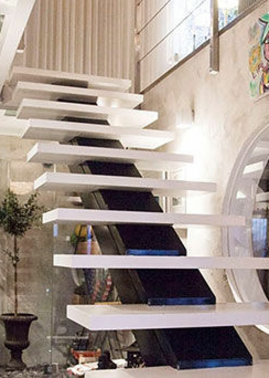 Förvaring från golv till tak underlättar städningen i hemmet